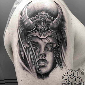 tatuaje vikinga hombro pamplona trabajos