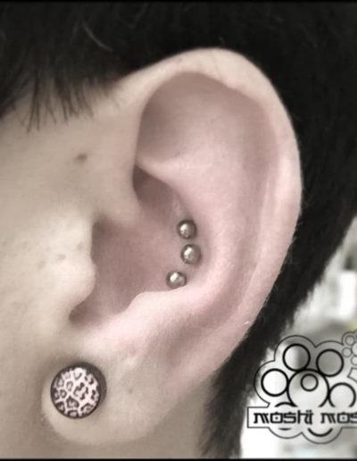piercing bolas interior oreja pamplona