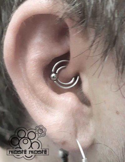 piercing espiral interior oreja pamplona