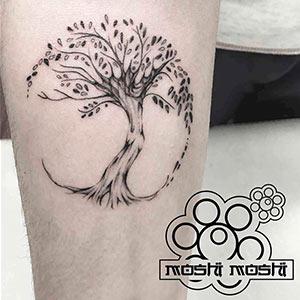 tatuaje arbol brazo pamplona origen