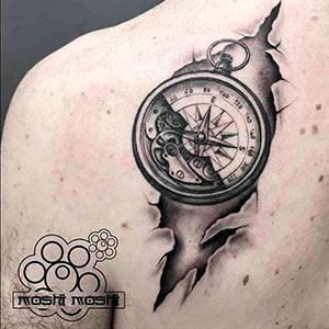 tatuaje brujula espalda pamplona cuidados