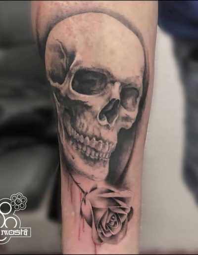 tatuaje calavera brazo pamplona