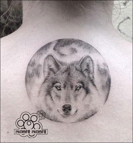 tatuaje lobo espalda pamplona