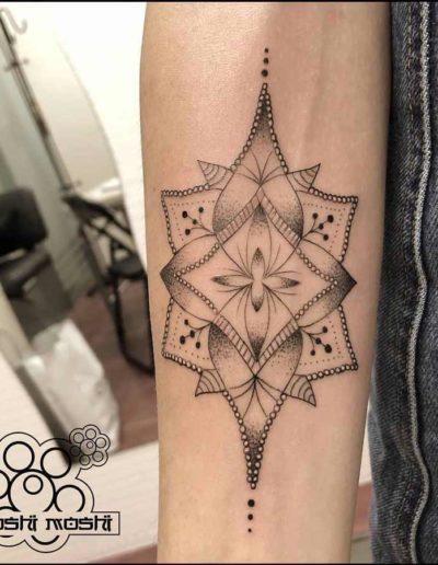 tatuaje mandala interior brazo pamplona