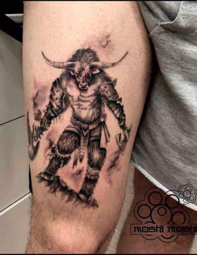 tatuaje minotauro pierna pamplona