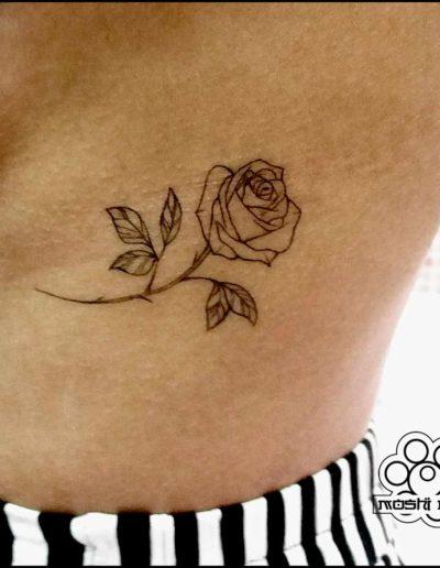 tatuaje rosa costillas pamplona