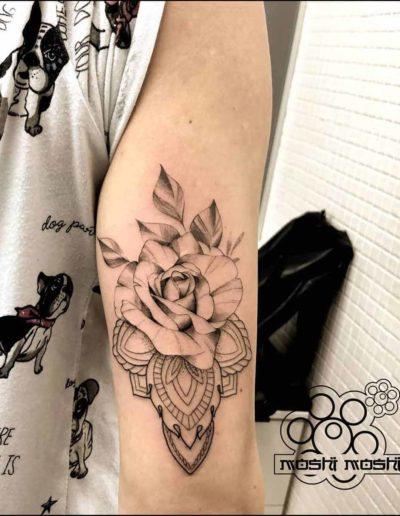 tatuaje rosa mandala brazo pamplona