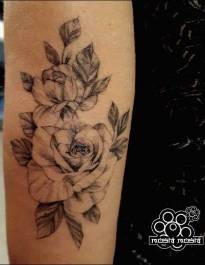 tatuaje rosas brazo pamplona